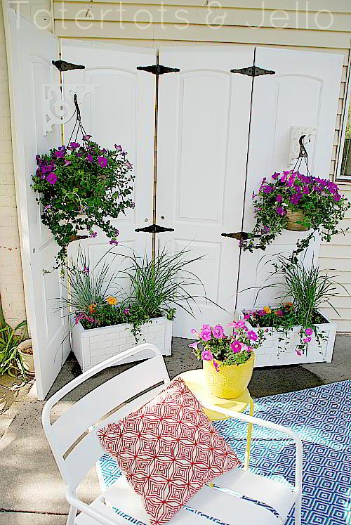 Outdoor privacy screen ideas christinas adventures for Outdoor privacy screen planter