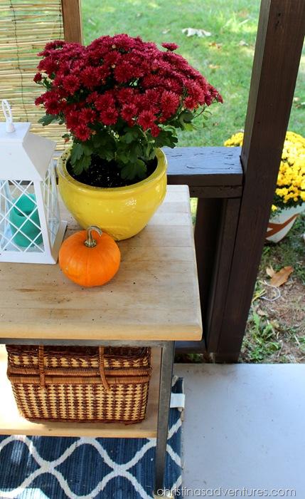Fall table outside