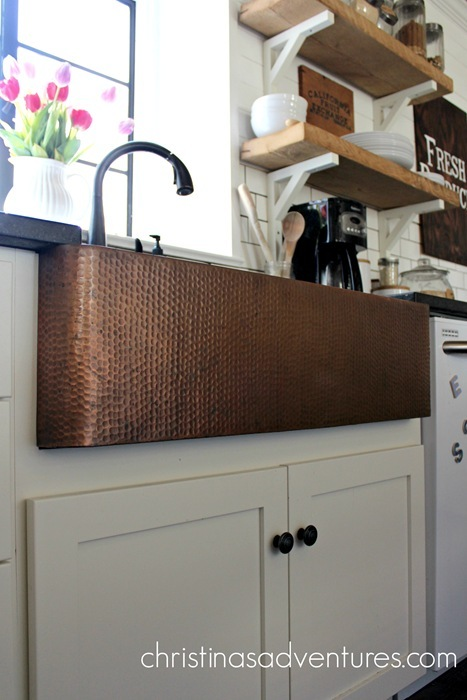 Amazing images of beautiful copper sink decorating ideas - apron front, hammered farmhouse copper sinks!