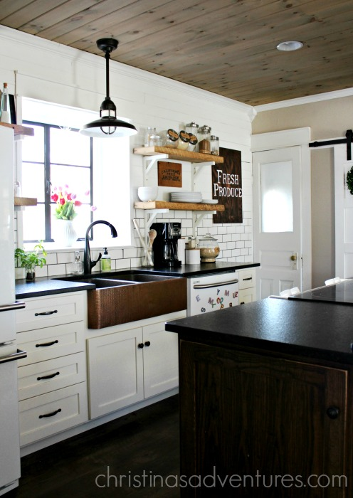 farmhouse kitchen with cabinets made from an Amish cabinet maker