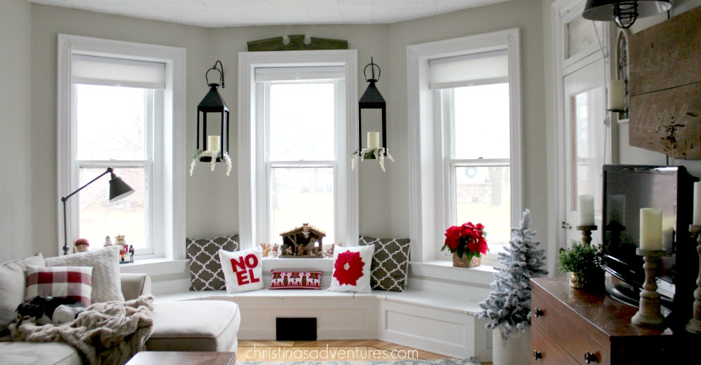 christmas-family-room-window-seat-rs