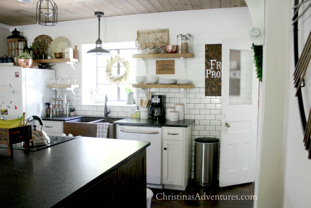 farmhouse kitchen fall decorating