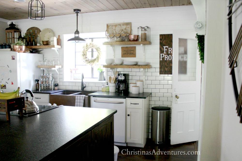 farmhouse kitchen fall decorating