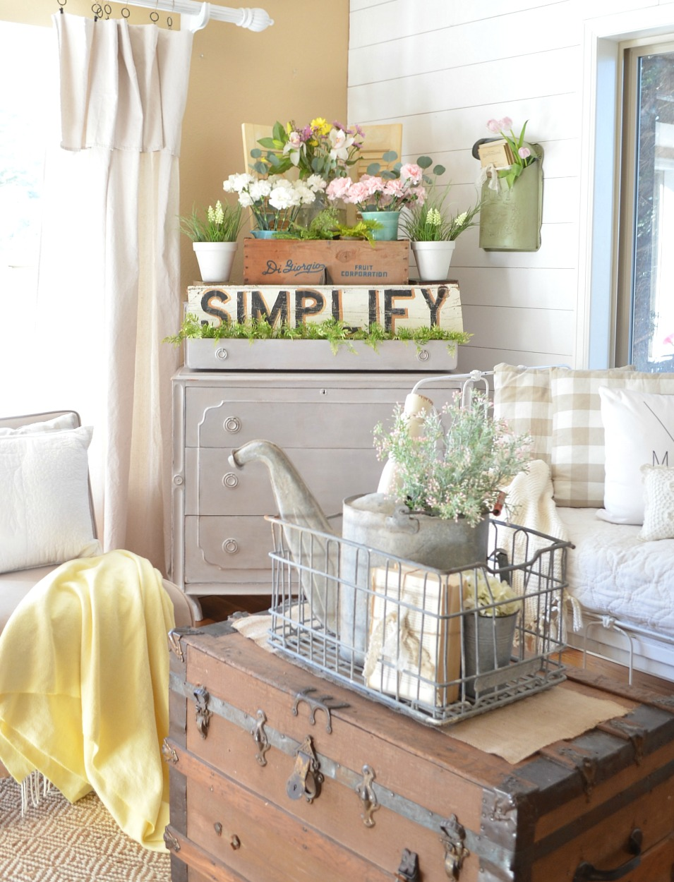 This Combination Of Vintage Pieces Florals A Typography Sign Is Just Perfect Head Over To Little Nest See More Pictures How She Put