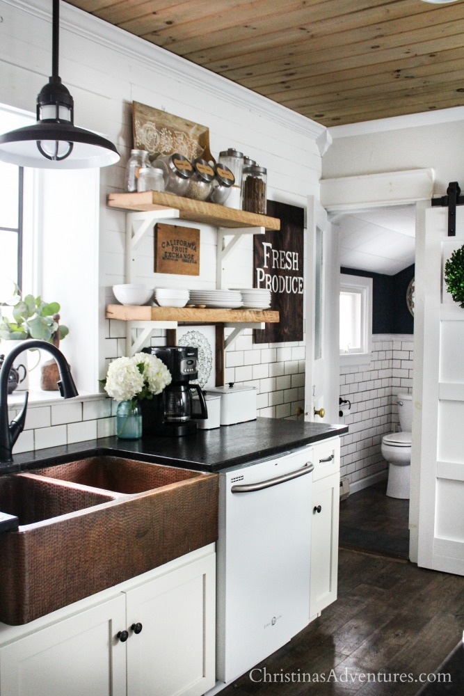 Farmhouse decor in the kitchen for spring and summer - Images of farmhouse kitchens ...