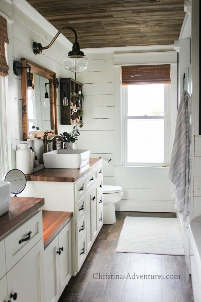 vintage inspired farmhouse bathroom decor