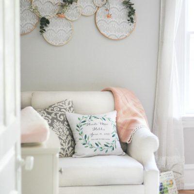 Baby girl nursery design: soft & feminine