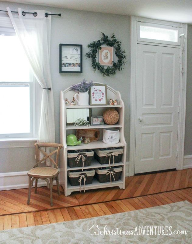 neutral nursery decor